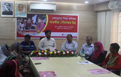 Satkhira Municipality Mayor Taskin Ahmed Chishti speaks on the topic of childhood rights in sports.