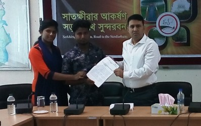 District Adolescent and Youth Club members have been giving a memorandum to Satkhira Deputy Commissioner S.M. Mostafa Kamal for not to use children for political purposes.