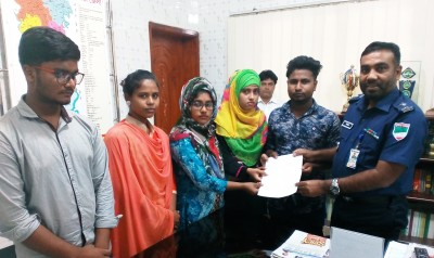 District Adolescent and Youth Club members have been giving a memorandum to Police Super Md. Sajjadur Rahman for not to use children for election purposes.